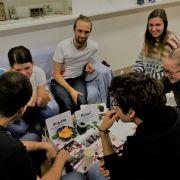 Peers informieren andere über ihre Auslandserfahrungen
