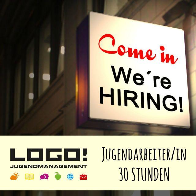 Schild mit Schriftzug Come in, we're hiring und Logo der Fachstelle