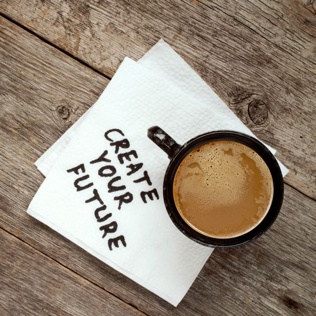 Kaffetasse auf Holztisch - Create your future