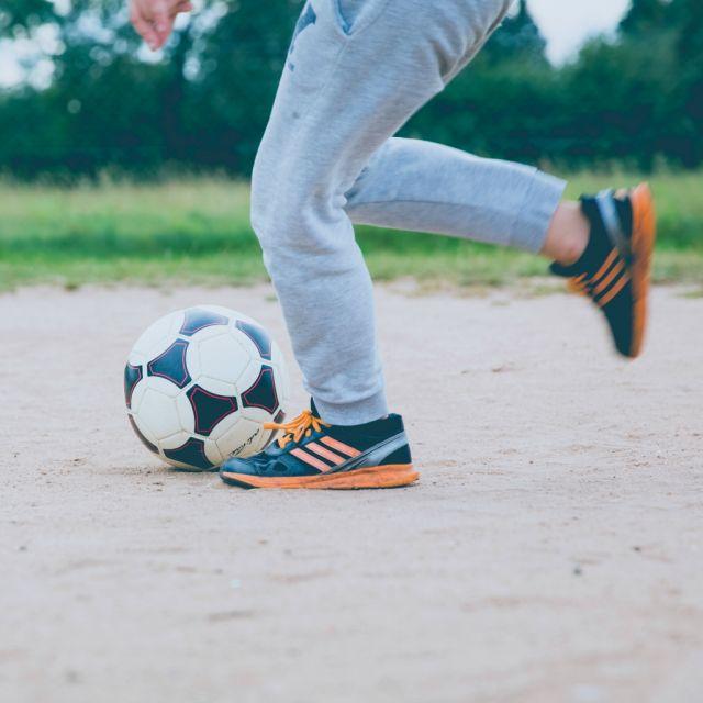 zwei Füße, Fußball